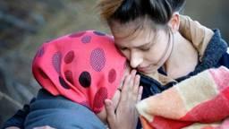 Suzanne helpt een vluchteling aan land (foto: Suzanne van der Veldt).