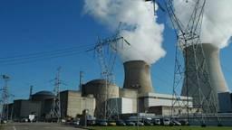 Kernreactoren Doel 4 (l) en Doel 3. (foto: Electrabel)