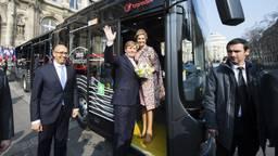 Ebusco gaat tientallen van deze bussen leveren aan Qbuzz. De koning reed in 2016 met zo'n bus door Parijs. (Foto: Ebusco)