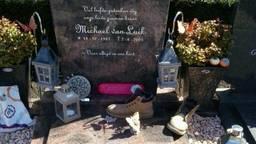 Het graf van Michael van Luik werd ondergeplast. Foto van de familie via Facebook