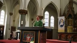 Pastoor John van de Laar (foto: Cor van der Vliet)