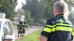 De politie heeft de straat afgezet. (Foto: Maickel Keijzers/Hendriks MultiMedia)