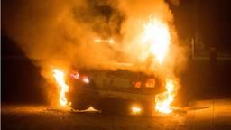 De autobrand in de Emmastraat is de derde van dit weekend. (Foto: Alexander Vingerheoeds/Obscura Foto)