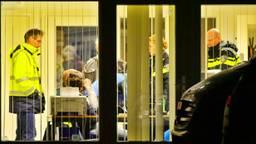 De politie onderzoekt het bedrijf in Wintelre. (Foto: Rico Vogels, SQ Vision Mediaprodukties)