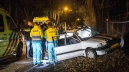 De auto is zwaar beschadigd. (Foto: Alexander Vingerhoeds/Obscura Foto)