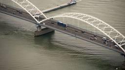 De vervanging van de Merwedebrug kost 56 miljoen euro meer dan begroot. (Foto: ANP)