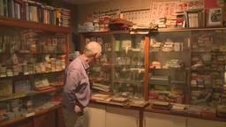 De 15.000 kwartetspellen van Piet passen al lang niet meer in zijn kast. (Foto: archief)