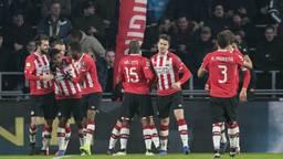 Vreugde bij PSV na een doelpunt van Steven Bergwijn (foto: VI Images).
