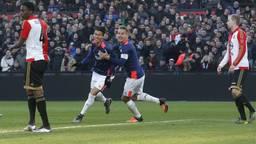 Vreugde bij PSV na een goal tegen Feyenoord in De Kuip (foto: VI Images).