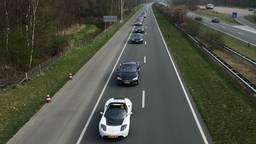 Zondag reed een stoet van 746 elektrische voertuigen over de snelweg tussen Helmond en Eindhoven.