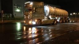 Tankwagen lekt duizenden liters. (foto: Hans van Hamersveld)