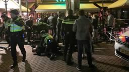 De vechtpartij vond plaats bij Café 't Pumpke. (Foto: Bart Meesters/Meesters Multi Media)