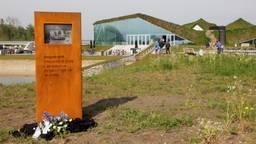 Het boerenmonument bij het museum ( foto Henk Kruithof)