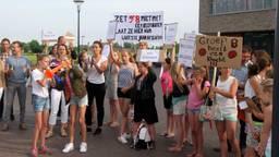 De kinderen en ouders zijn boos. (Foto: Niels van der Pluijm)