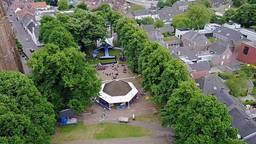Muziekfeest op het Plein in Hilvarenbeek (foto: SterrenNL)