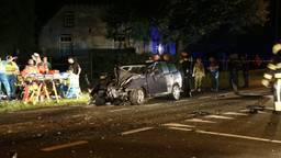 De auto waarin vader en zoon reden was total loss. (Foto: SK-Media)
