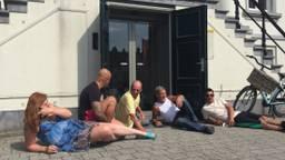 De bewoners lagen voor de deur van het gemeentehuis