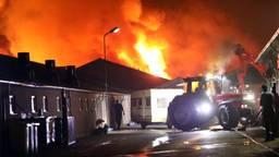 Grote brand bij varkensbedrijf (foto: SQ Vision)