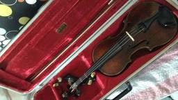Dit is de viool die achtegelaten werd in trein
