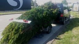 De bestelbus met aanhanger reed niet harden 60 km/u. Foto: Facebook / Politieteam Tilburg-Centrum