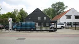 De politie zocht naar mogelijke sporen van Jelle Leemans in de loods. (Foto: Christian Traets/SQ Vision )
