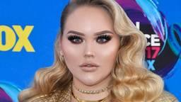 Nikkie de Jager op de Teen Choice Awards (Foto: Instagram NikkieTutorials).