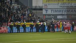 Uitsupporters van FC Oss in Den Bosch, voor het laatst in 2014 (foto: VI Images).