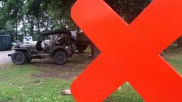 Een jeep en een rood kruis: symbolen van de viering van de bevrijding (foto: Arianne de Jong).