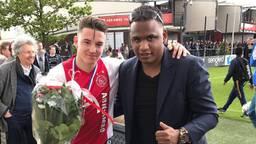 Zaakwaarnemer Stefano van Delden (rechts) naast Ajax-speler Mees de Wit. Foto: Stefano van Delden