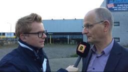 Verslaggever Floyd Aanen in gesprek met SGP'er Richard Tiemstra voor het beoogde pand