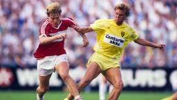 Stan Valckx als VVV'er (rechts) in actie tegen PSV's middenvelder Sören Lerby (foto: VI Images).