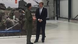 Koning Willem-Alexander brengt werkbezoek aan vliegbasis Gilze-Rijen