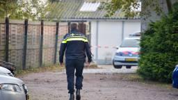 De politie viel vroeg in ochtend het bedrijf binnen. Foto: Jules Vorselaars / JV Media