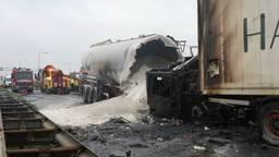 De chauffeur van de meelwagen overleed ter plekke. Foto: MediaTV