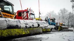 Sneeuwschuivers van Rijkswaterstaat in Geldrop. (Foto: Rob Engelaar)