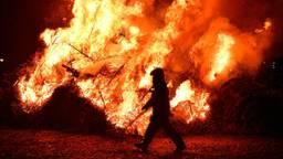 Archiefbeeld van een kerstbomenverbranding in Ulvenhout