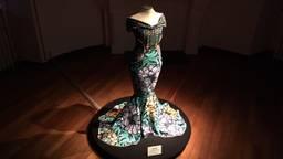 De enige jurk op de expositie die nog niet is gedragen is ontworpen met stof van Vlisco