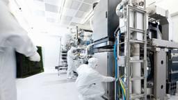 De productie van een chipmachine bij ASML in Veldhoven.