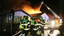 De brand brak rond halfeen uit. (Foto: Marco van den Broek/SQ Vision)