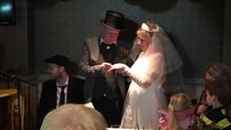 Het boerenbruidspaar trouwde echt.