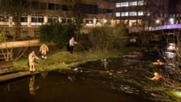 De brandweer zocht met duikteams naar de mannen. (Foto: Sem van Rijssel)