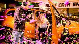 Lieke mag met de nieuwe auto naar huis rijden. (Foto: Radio 538)