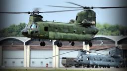 Chinook-helikopters op vliegbasis Gilze-Rijen (foto: John Kuijsters)