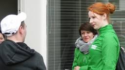Loes Petersen (rechts) tijdens de campagne. (Foto: GroenLinks Uden)