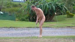 Een nudist doet zijn ding (Foto: Wikimedia),