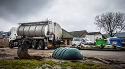 Er werden bij een inval bij het bedrijf 40 voertuigen in beslag genomen (Foto: Rob Engelaar).