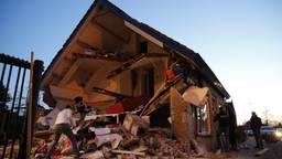 Gevel van huis stort in na rioolwerkzaamheden. (Foto: Marcel van Dorst)