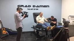 Grad Damen zette een tatoeage tijdens tv-programma Steenrijk Straatarm, en kreeg daarna veel negatieve reacties. (Foto: Grad Damen)
