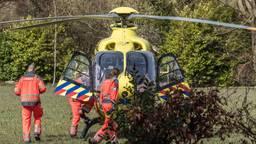 De ruiter werd met spoed afgevoerd naar het ziekenhuis (foto: Tom van der Put/SQ Vision Mediaprodukties)