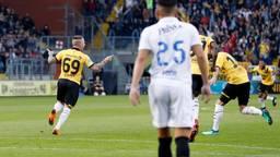 Angelino juicht na zijn openingstreffer (foto: VI Images).